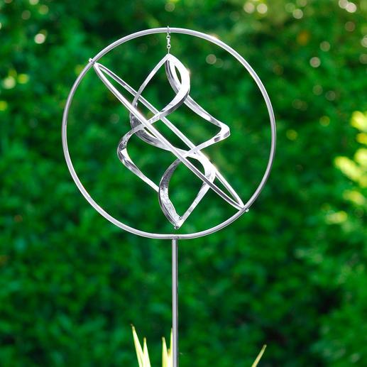 Edelstahl-Windspiel - Eine leichte Brise genügt – und diese Edelstahl-Skulptur tanzt zierliche Pirouetten. Kunstvoll handgefertigt.
