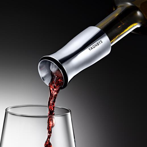 Jetzt noch besser: der Dekantierer mit Wirbelbelüftung. Belüftet Ihren Wein optimal – Glas für Glas. Mit tropffreiem 360°-Ausgießer, Filtersieb und luftdichtem Stopfen.