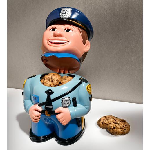 """Beim Öffnen der Keksdose tönt die Verwarnung des Polizisten: """"Stop! Move away from the cookie jar!"""""""