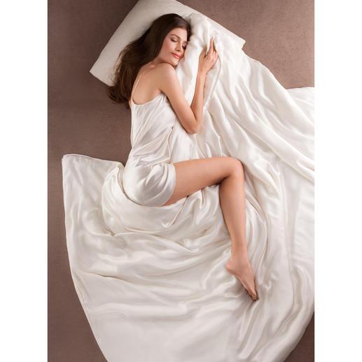 Bettdecke aus Seide, Komfortgröße 200 x 220 cm Bettdecke und Bettwäsche zugleich. Selten und kostbar. Federleicht, superweich und besonders temperaturausgleichend.