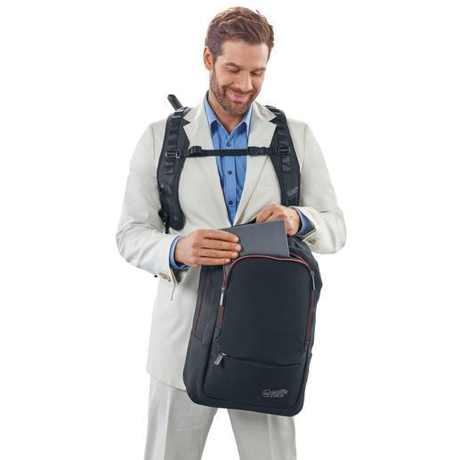 Nun können Sie den Rucksack bequem öffnen. Um den Rucksack in die ursprüngliche Position zu bringen, einfach den Zuggriff wieder nach unten ziehen.
