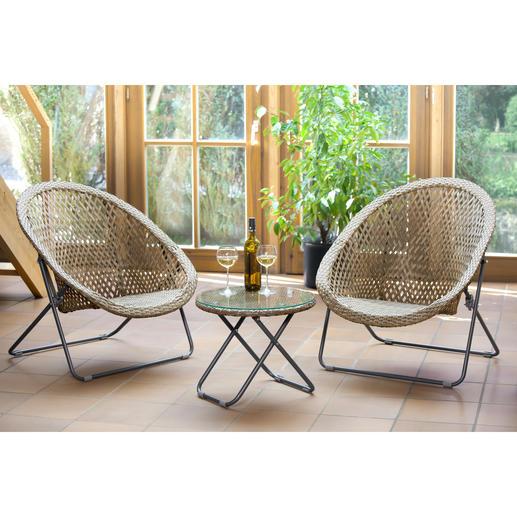 Faltbare Loungemöbel - Schmal faltbar: die wohl erste Polyrattan-Garnitur, die nur minimal Stauraum braucht.