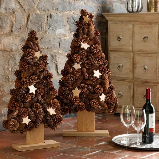 Zapfen-Baum - Wenn doch alle Weihnachtsbäume so langlebig wären ... Aus Naturholz und echten Zapfen von Hand komponiert.