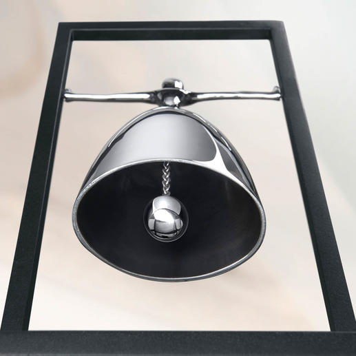 Der freischwingende Glockenklöppel erzeugt einen tiefen, warmen Klang.