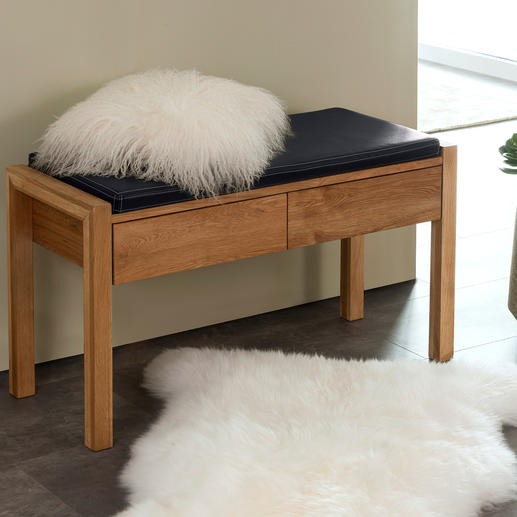 Die Sitzbank aus Eichenholz: jetzt deutlich moderner und eleganter. Wertvolle, massive Qualität. Besonders vielseitig. Perfekt auch für schmale Nischen.