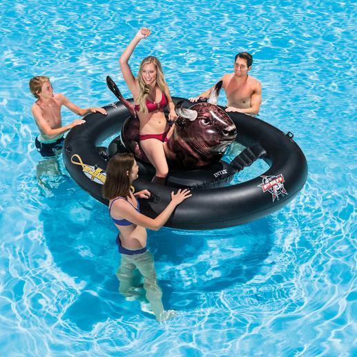 """Aufblasbares Bullenreiten """"Inflatabull"""" - Echtes Rodeo-Feeling wird jetzt zum Spaß im Wasser. Aufpumpen, aufsitzen – und los geht´s."""