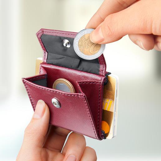 Verstaut Scheine, Münzen und bis zu 15 Karten und ist nicht größer als eine Puderdose.