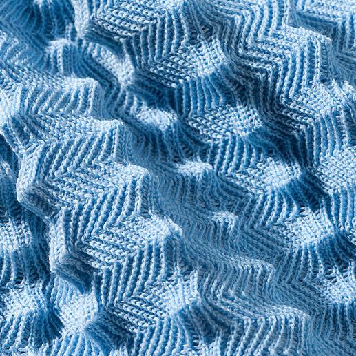 Besonders außergewöhnlich: bis zu 13mm hohe Zacken sind aufwändig in die Decke eingestrickt.