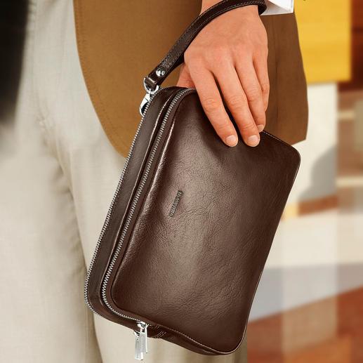 Mit der Leder-Schlaufe können Sie die Tasche bequem um Ihr Handgelenk tragen.