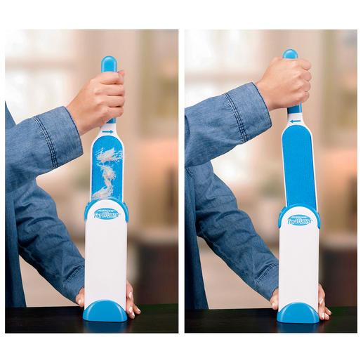 Zum Reinigen einfach in die Basis stecken und wieder herausziehen. Gegenläufige Velourflächen im Inneren streifen Schmutz und Haare automatisch ab.