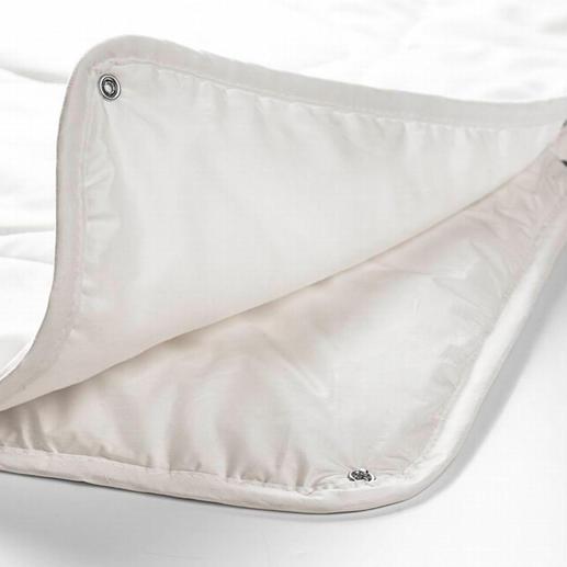 Per Druckknöpfe verbunden ergeben beide Einzeldecken Ihr kuscheliges, wohlig-wärmendes Winterbett.