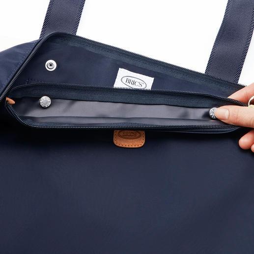 Die Innentasche lässt sich mit 2Druckknöpfen einfach im Hauptfach arretieren.
