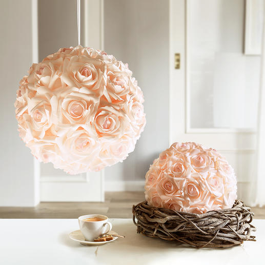 Rosenball - Unvergängliche Schönheit: romantische Rosenbälle – wie frisch gesteckt.