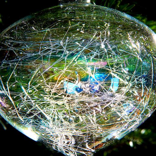 Das hauchfeine Gespinst im Innern fällt immer wieder anders aus – jedes Glasobjekt ein Unikat.