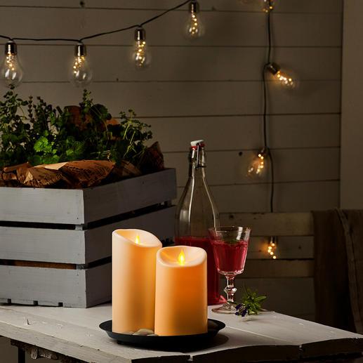 Ein bewegtes Flammenplättchen lässt den Kerzenschein naturgetreu tanzen.