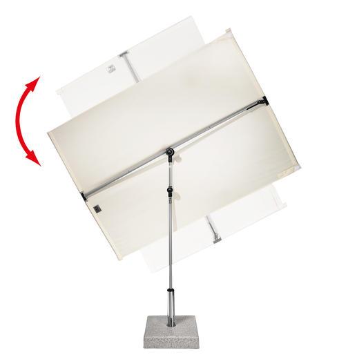 360°drehbar, zu beiden Seiten stufenlos neigbar, höhenverstellbar und sogar horizontal verschiebbar.