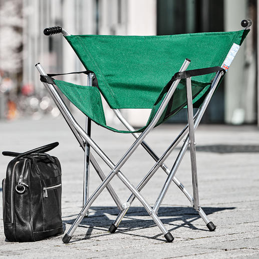 Alu Folding Seat - Als Gehstock zusammengeklappt – leicht zu transportieren.