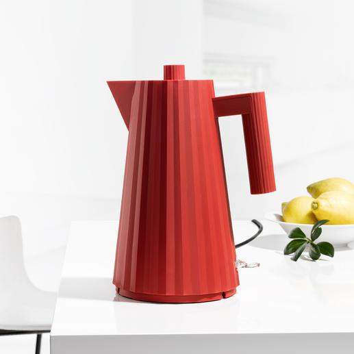 Plissé Wasserkocher Edel wie ein Couture-Modell: Alessis Wasserkocher im Plissee-Gewand.