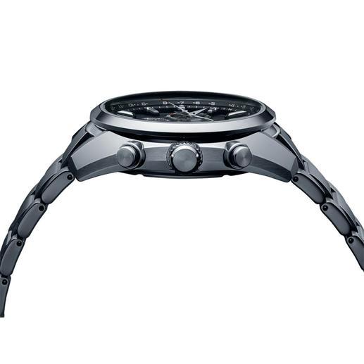 13,3mm hoch und 170g leicht trägt sich die Uhr angenehm am Handgelenk.
