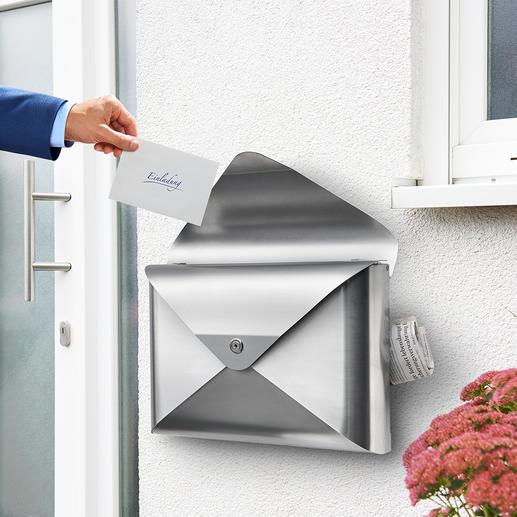 Briefkasten Briefwunder Schicker Hingucker statt langweilig glatt: aus Edelstahl in Kuvert-Form. Handgefertigt von der Dwenger Design Manufaktur, Hamburg.