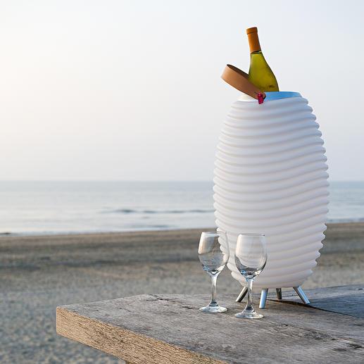 Stimmungsvolles Licht. Satter 360°-Sound. Und kühle Getränke – aus einem coolen Design-Objekt. Stimmungsvolles Licht. Satter 360°-Sound. Und kühle Getränke – aus einem coolen Design-Objekt.