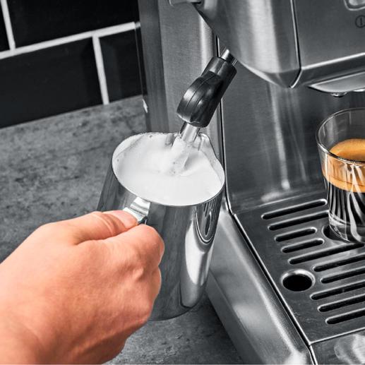 Mit praktischer 360°C-Dampfdüse für leckeren Milchschaum oder heißes Wasser.