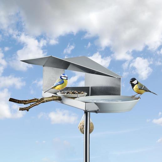 Design-Vogelbistro - Genial überdacht: Das wohl schönste Vogelfutterhaus mit Wasserauffang-Tränke.