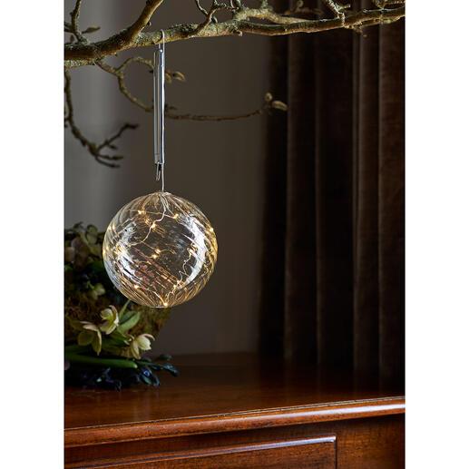 Glaskugel mit Mikro-LEDs Sternenstaubfeiner Lichterzauber – hochaktuell in edlem Glas.