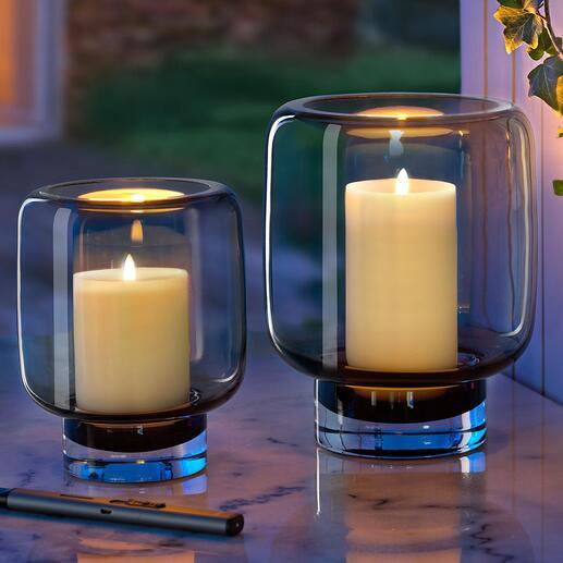Im warmen Kerzenschein sorgt das grau schimmernde Rauchglas für ein besonders gemütliches Ambiente.