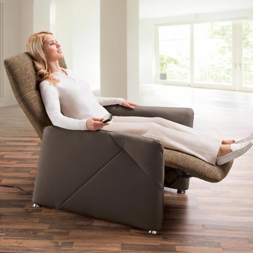 Per Körperdruck und Gasdruckfeder bringen Sie Rückenlehne und Fußstütze in die gewünschte Position: vom aufrechten Sitzen bis in die liegende Herz-Waage-Position.