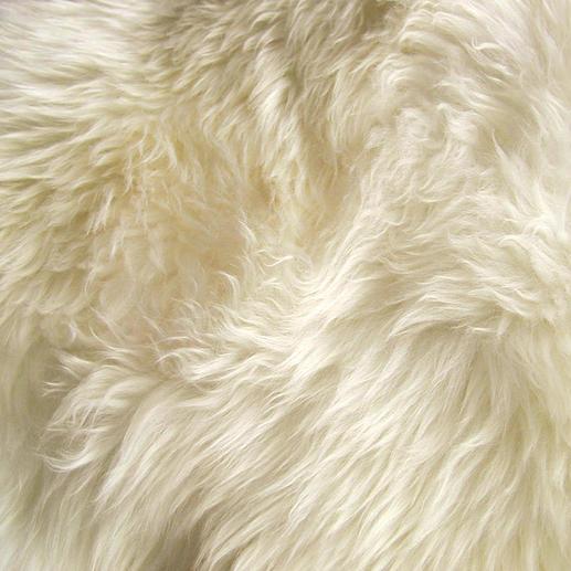 Nur das Fell noch nie geschorener Neuseeland-Lämmer hat dieses verwöhnend zarte Langhaar.