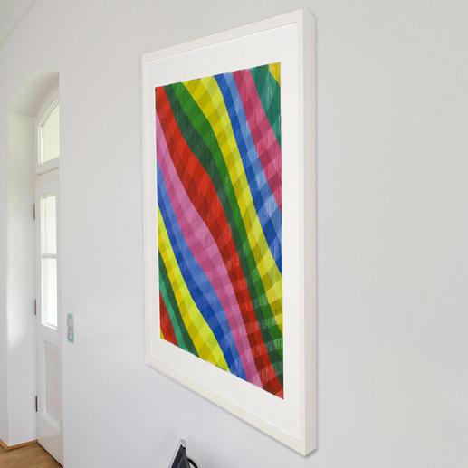 Schauen Sie das Werk von rechts an, ist ein geometrisches Muster in intensiver Farbigkeit zu erkennen.