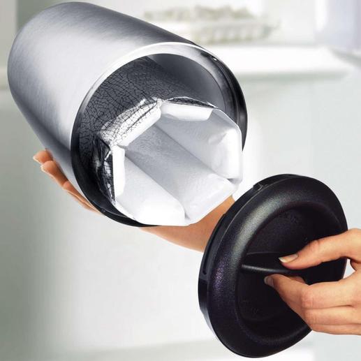 Einfach den Bodendeckel abnehmen – schon setzen Sie mit einem Griff das Rapid-Ice®-Element in die Edelstahl-Hülle des Weinkühlers.