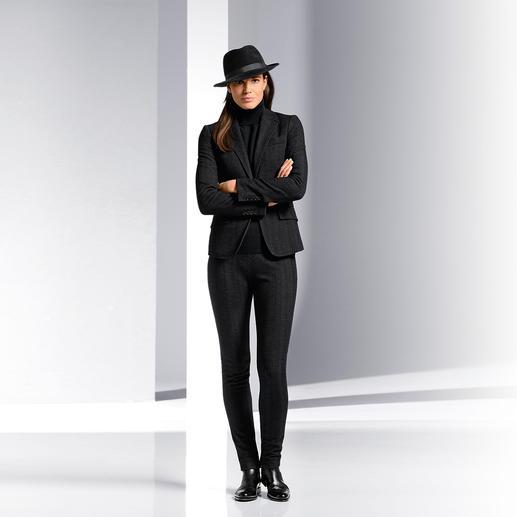 """Strenesse Anzugsakko oder Anzughose im """"Gentleman-Stil"""" - """"Gentleman-Stil"""" ist das Stichwort für zeitgemäße Hosenanzüge. Strenesse ergänzt die feminine Note."""