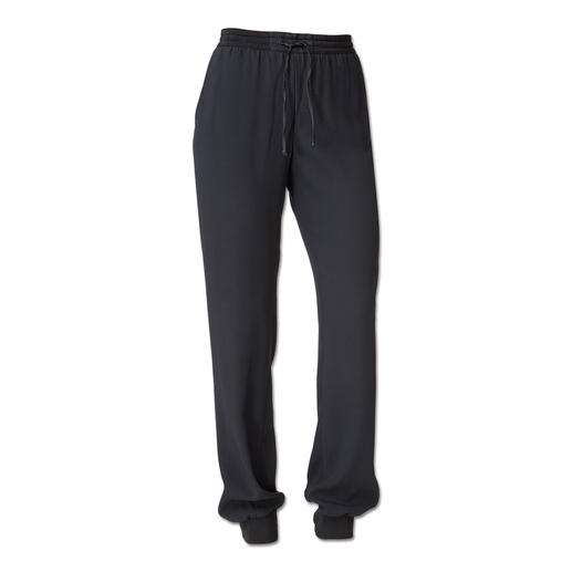 CostumeNemutsoC Jogging-Pants de luxe - Von der Laufstrecke auf den Laufsteg: Jogging-Pants. CostumeNemutsoC macht sie salonfähig.
