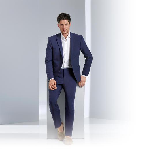Versace Collection Anzug New Blue - Scharfer Schnitt. Neues Tinten-Blau. Hightech-Look & -Feel. Der Sommer-Anzug 2015 kommt von Versace.