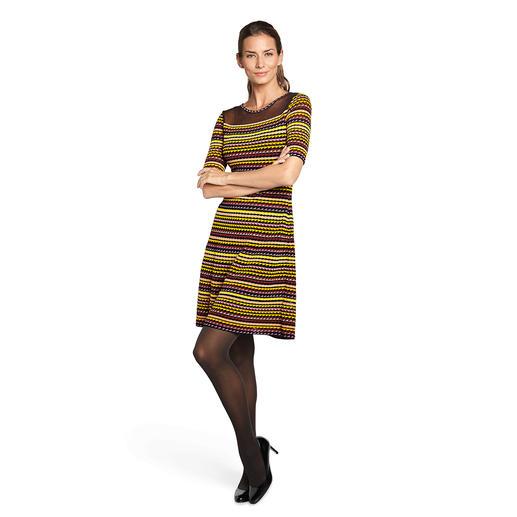 """Missoni Wellenstrick-Kleid """"Triangle"""" - Strick, Streifen, Schwarz-Bunt... Kaum ein Kleid bietet mehr Fashion-Facts. Vom Strick-Spezialisten M Missoni."""