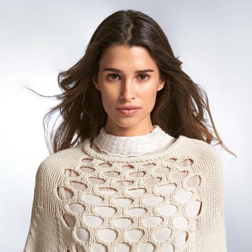 Twin-Set Grobstrick-Poncho oder Lingerie-Kleid Modisches Update für den beliebten Twin-Set-Look: Grobstrick & zarte Stoffe in aktuellem Off-White.