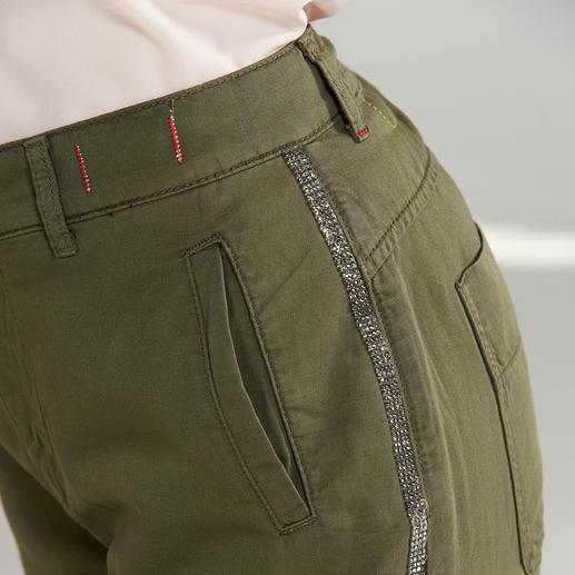 Twin-Set Cargohose, Grobstrickjacke oder Rosen-Bluse, 2-teilig Stilbruch-Looks sind weiter wichtig. Twin-Set beherrscht den Trend wie kaum ein anderer.