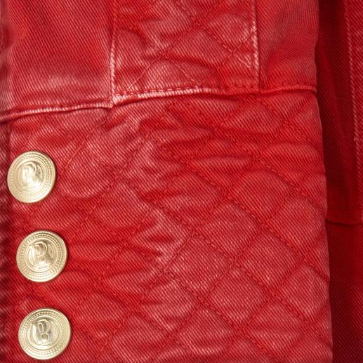Pierre Balmain Military-Jeansjacke, Vintage Red Typisch Pierre Balmain – und jetzt Top-Trend: Der Military-Look kommt in Rot.