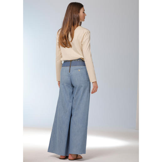 TWINSET Stretchseiden-Tunika Elastische Seide. Ecru-farben. Tunika-Form. Die richtige Bluse für verschiedenste Outfits. Und zu jedem Anlass.