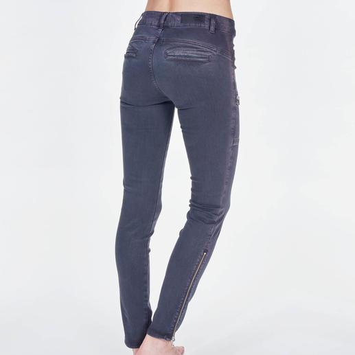 Liu Jo Cargohose Trend-Thema Cargo-Pants. Bei Liu Jo schlank und feminin – trotz Taschen.