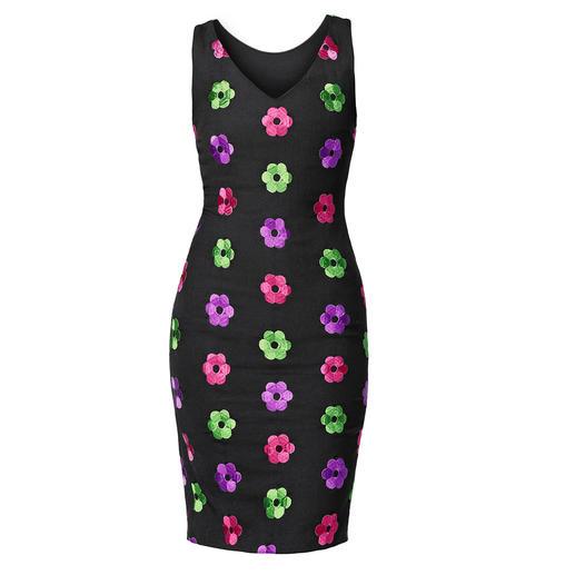 Boutique Moschino Blüten-Etuikleid oder -Cardigan Evergreen Etuikleid + Blüten-Trend von heute = Moschino Klassiker von morgen.