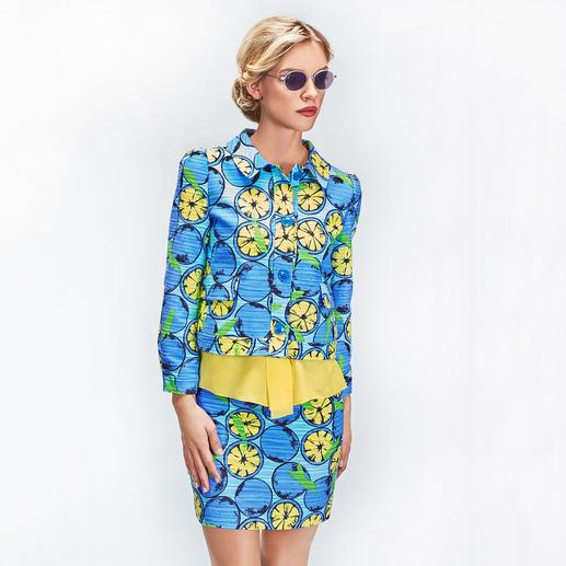 Boutique Moschino Schluppen-Top, Zitronen-Kostüm-Jacke oder -Rock - Frucht-Couture: Mit eingewebten Zitronen macht Boutique Moschino das klassische Bouclé-Kostüm zum Mode-Highlight 2018.