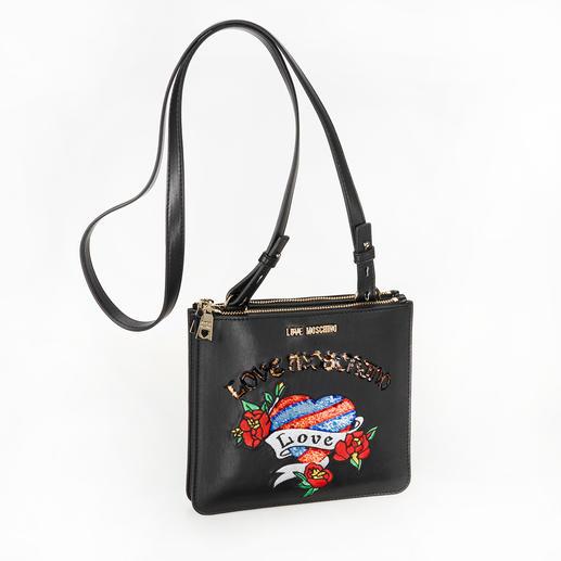 Love Moschino Stitch-Bag Taschen-Trend 2018: flache Cross-Body-Bags mit Stitchings. Trotz des großen Namens erschwinglich: die von Love Moschino.