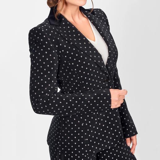 Strenesse Cord-Blazer oder -Marlenehose Neuer Style-Liebling: der feminine Hosenanzug im Herrenstil. Strenesse toppt ihn mit gewebtem Muster-Cord.