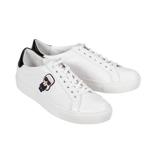Anhaltendes Erfolgsmodell: der weiße Sneaker. Dieser ist ein unverkennbares Original von Karl Lagerfeld. Anhaltendes Erfolgsmodell: der weiße Sneaker. Dieser ist ein unverkennbares Original von Karl Lagerfeld.