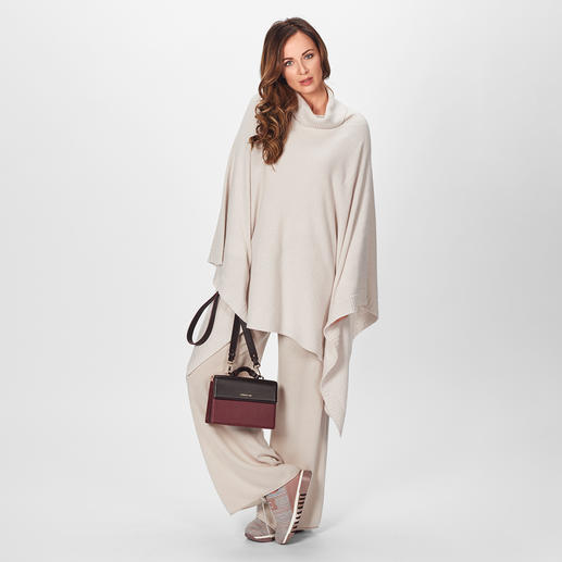 Stefanel Strickponcho oder Strickhose In diesem Winter High-Fashion – bei Stefanel zeitlos elegante Basics.