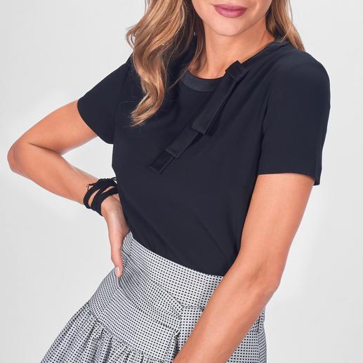 Paule Kas Couture-Shirt veredelt jeden Look – von trendigen Sporty-Styles bis zu eleganten Abend-Outfits. Paule Kas Couture-Shirt veredelt jeden Look – von trendigen Sporty-Styles bis zu eleganten Abend-Outfits.