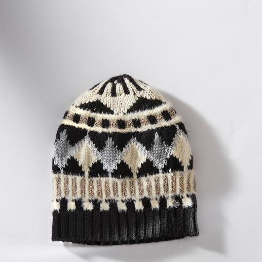 TWINSET Norweger-Mütze oder -Pulli TWINSET trifft den Norweger-Trend auf besonders glamouröse Art: mit Federn, Lurex und Schmucksteinen.
